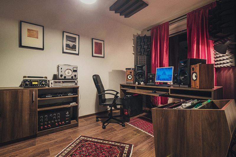 Marian-Brezovan-Studio2.jpg